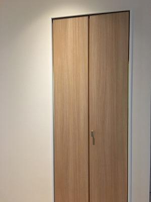 階段下収納の扉